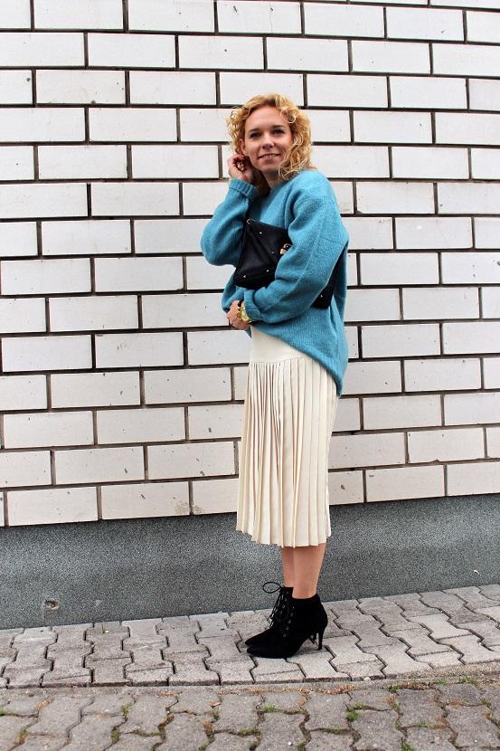 plisovana-sukna-a-velky-sveter-4